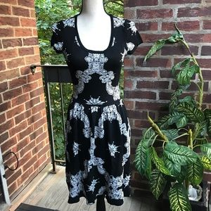 Romeo & Juliet Couture Black & White Dress Size S
